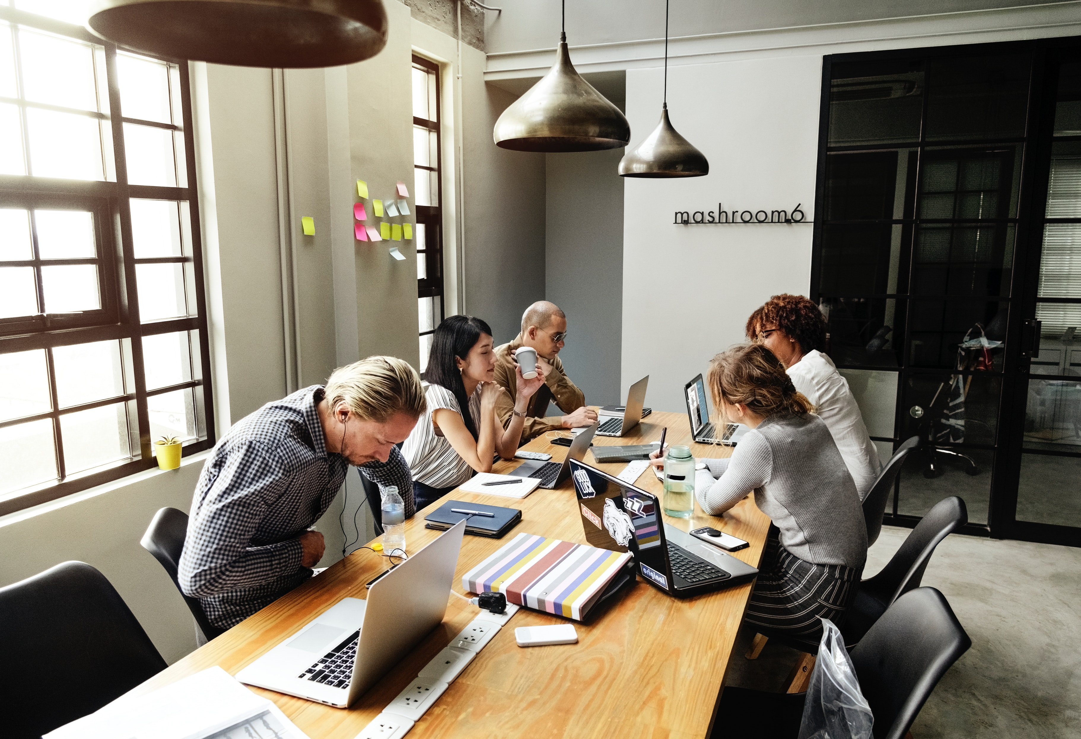 brainstorming-colleagues-communication-1204649